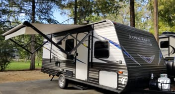 2019 Dutchmen Aspen Trail--- FREE DELIVERY TO FORT WILDERNESS AND OTHER CAMPGROUNDS WITH 3+NIGHTS--- EASY TO TOW!