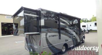 2017 Thor Motor Coach Synergy