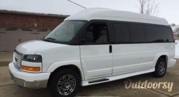 2013 GMC Savana Limousine van