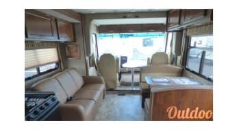 2016 Coachmen Pursuit 33BH Luxury RV
