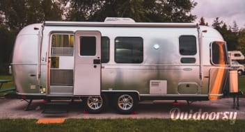 Maple - 2013 Airstream Flying Cloud 23FB
