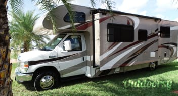 2016 Thor Four Windows 28Z 31' Class C Sleeps 8 Non-Diesel