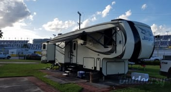 Premium 5th Wheel - Delivery/Pickup Included NE FL