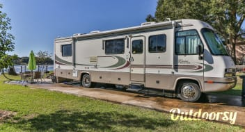 ☆Waterfront RV Glamping☆ Lake Conroe Bay Hideaway☆ Georgie Boy