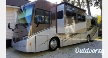 2016 Winnebago Itasca Sunova - 2 Queen Beds - Sleeps 6 - 14MPG - Jacksonville, FL