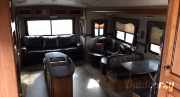***MELO FAMILY RV - 2013 Crossroads Sunset Trail Reserve