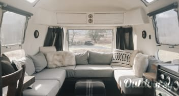 1976 Modernized Airstream Land Yacht