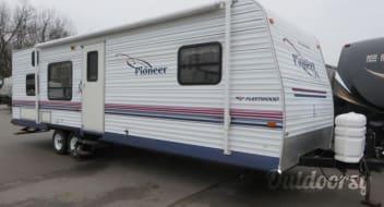 2001 Pioneer camper *sleeps 6-8*