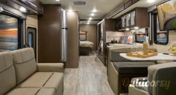 5 Star Glamping-2017 Thor Motorcoach Class A