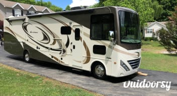 2017 Thor Motor Coach Hurricane