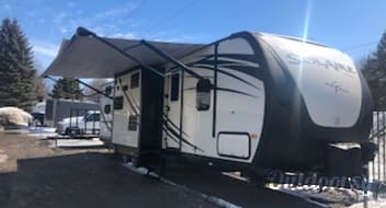 "2016 Palomino Solaire Eclipse - The ultimate pull behind ""Glamper"" - Sleeps up to 10 (Family of 6 - everyone gets a bed without folding the table and couch down!) - Fully Loaded and Ready to Go!"