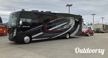 2019 Thor Motor Coach Outlaw 37RB Toy Hauler Class A Motor Home