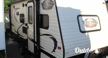 2017 FOREST RIVER VIKING 17BH