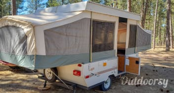 1999 Jayco Qwest Pop-up Camper: Fun for the Family!