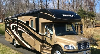 Affordable Luxury-Tow up to 10,000lbs. Dog friendly and sleeps 6+ with bunk beds.