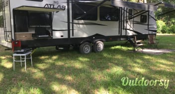 2019 Dutchman Atlas 3382BH (Free delivery, setup and pickup available)