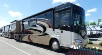 2010 Itasca Meridian V Class A Diesel Pusher with Sleeping for up to 10!