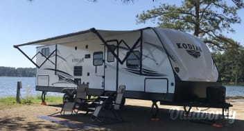 Brand NEW*2019~BUNKHOUSE with a Lake View•2 Bedrooms•Sleeps 10+FULLY STOCKED