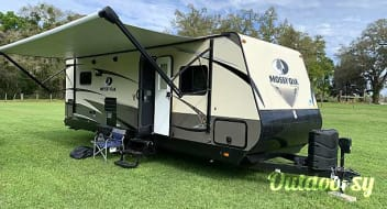 Pet Friendly Mossy Oak Travel Trailer