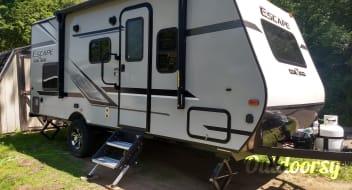 2019 Escape Trailer 19 ft Bunk House - easy tow!