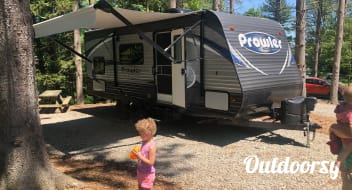2019 Heartland Prowler,  Queen w/ full size bunk beds.