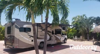 2017 Thor Bunk Beds & 350 Miles Per Day!!