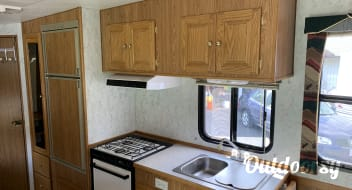 Rolling Okanagan Cabin- 5th wheel 27