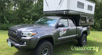 2016 Toyota Tacoma with Four Wheel Camper