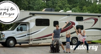 Family Camper for up to 10 people! Class C RV - 2015 Thor Motor Coach Chateau 31E