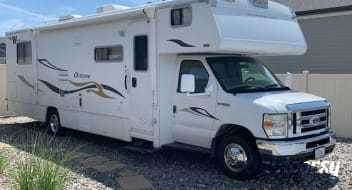 2008 Winnebago Outlook ($210 per night - includes all amenities)