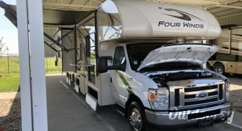 "NEW! 2019 Thor Motor Coach Four Winds ""BUNKHOUSE"""