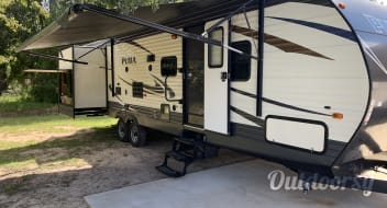 2017 32' Puma bunkhouse...great for kids!