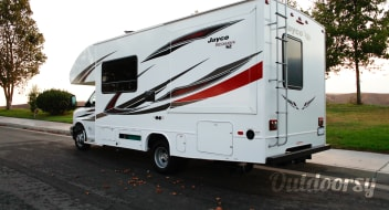 """2019 Jayco Redhawk 25ft clean/smells brand new and easy to drive! Meet """"Sunchaser"""""""
