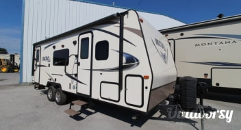 $76 per Night any Rental of 4 Nights or More* ~ Roomy  25 foot Micro Lite   ~ EASY TO TOW ~ LOTS OF SPECIAL FEATURES