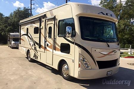 0A-06 Thor ACE 27' Motorhome  Cypress, TX