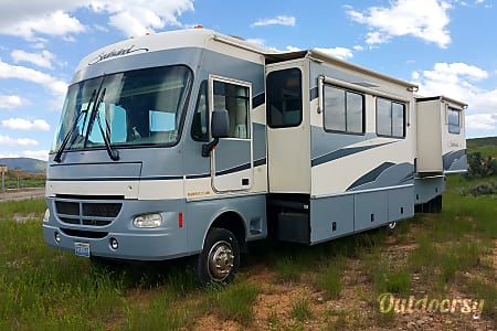 0Rent our nice low milage 2003 36 foot RV for your next trip!  Loveland, CO
