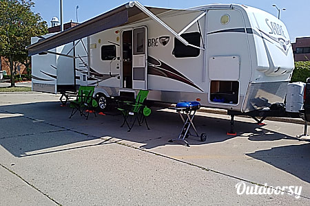 02 Bedroom 1.5 Bath 30ft Dual Slide Out Ready To Camp  Westland, MI