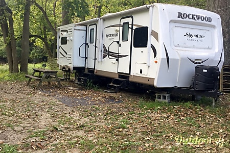 02016 Forest River Signature Ultra Lite  Greenfield, IN