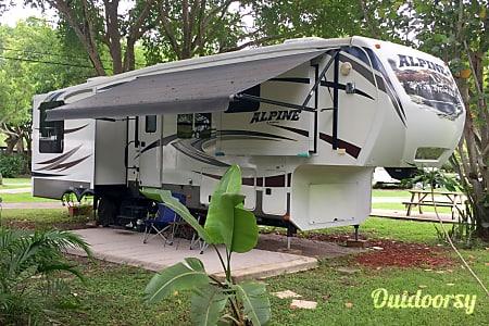 02014 37' Keystone Alpine 5th Wheel - King Bed, Washer/Dryer, Residential Bath/Kitchen  Miami, FL