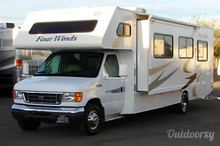 02014 Thor Motor Coach Four Winds  Detroit, MI