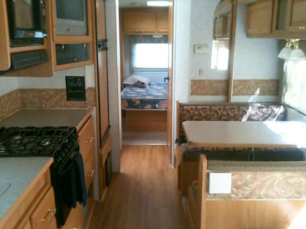 mid cabin looking toward master bedroom in the rear. Winnebago Minnie Winnie 2006
