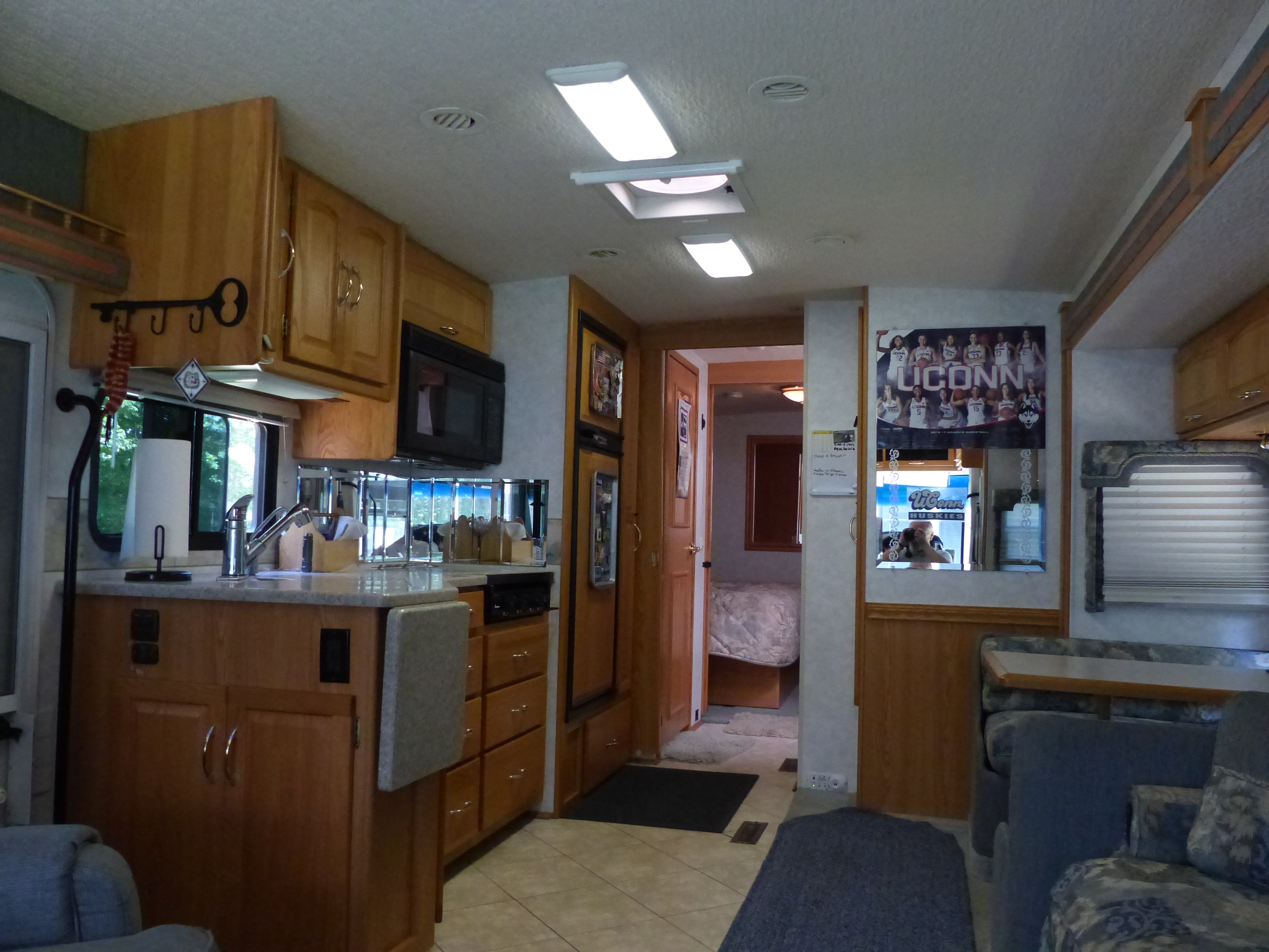 View from the front looking toward bedroom. Itasca Suncruiser 2004