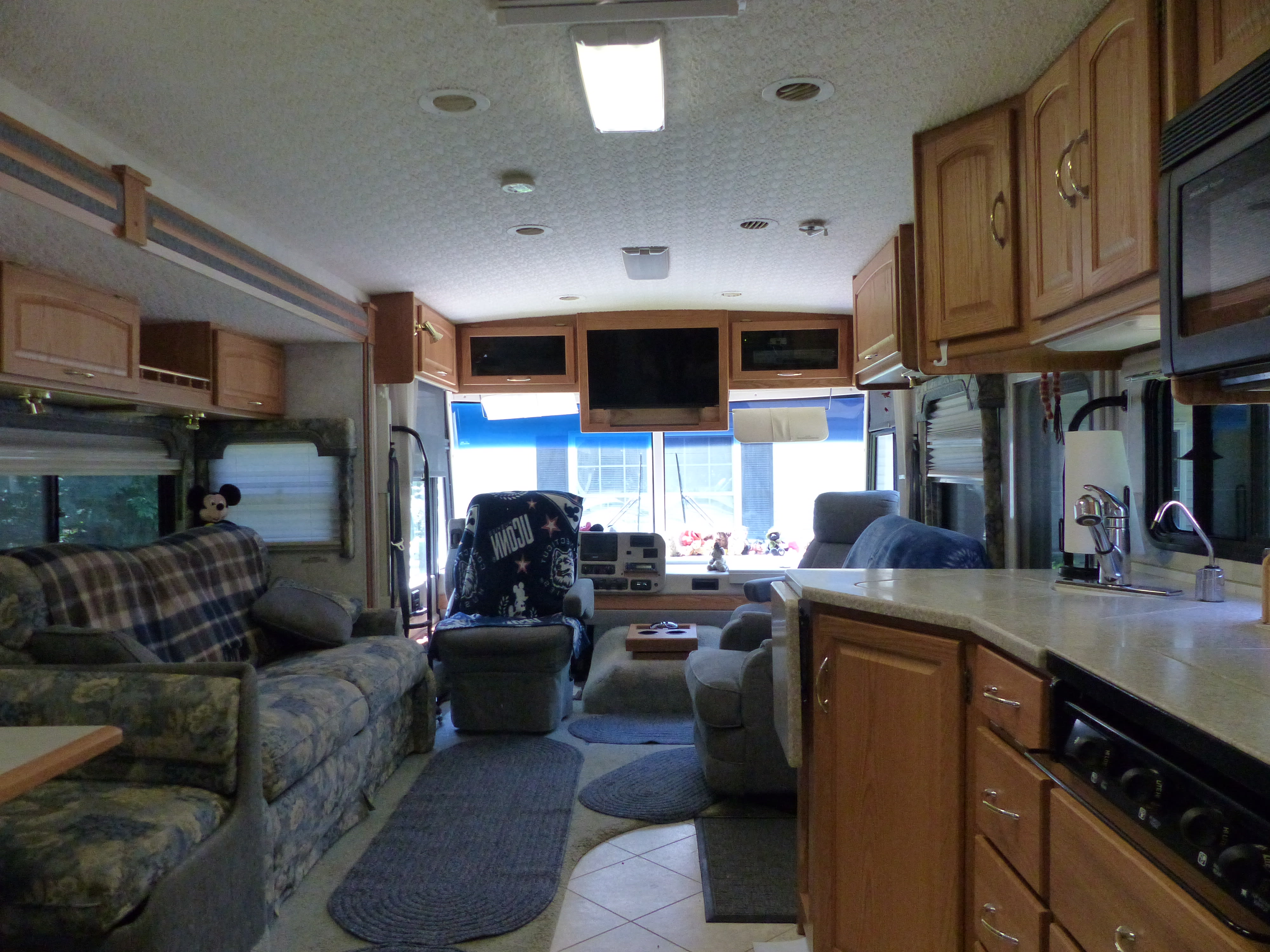 Looking from kitchen toward front of RV with slide out.. Itasca Suncruiser 2004