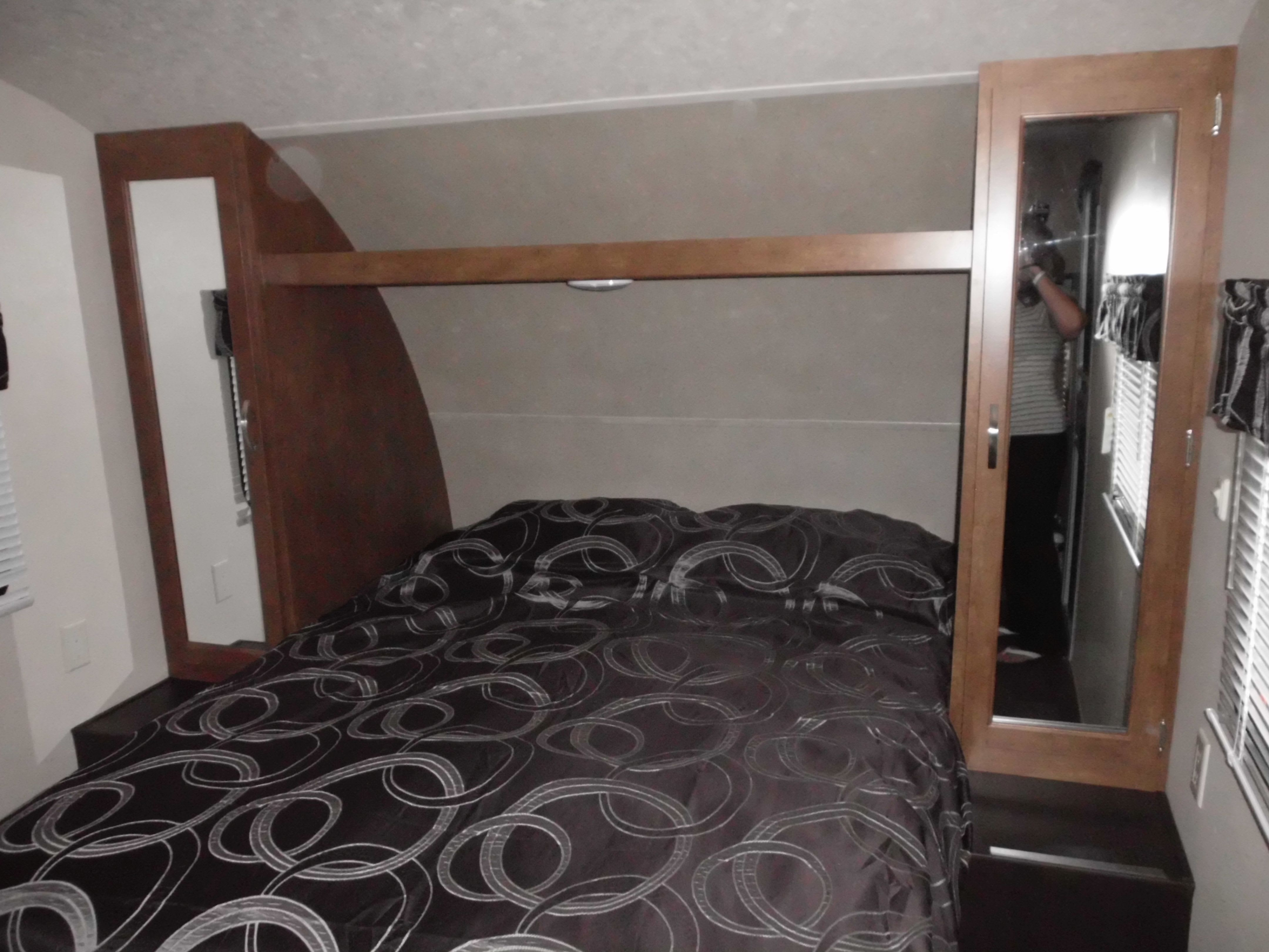 Queen bed with storage . Forest River Salem Cruise Lite Bunk House 2018