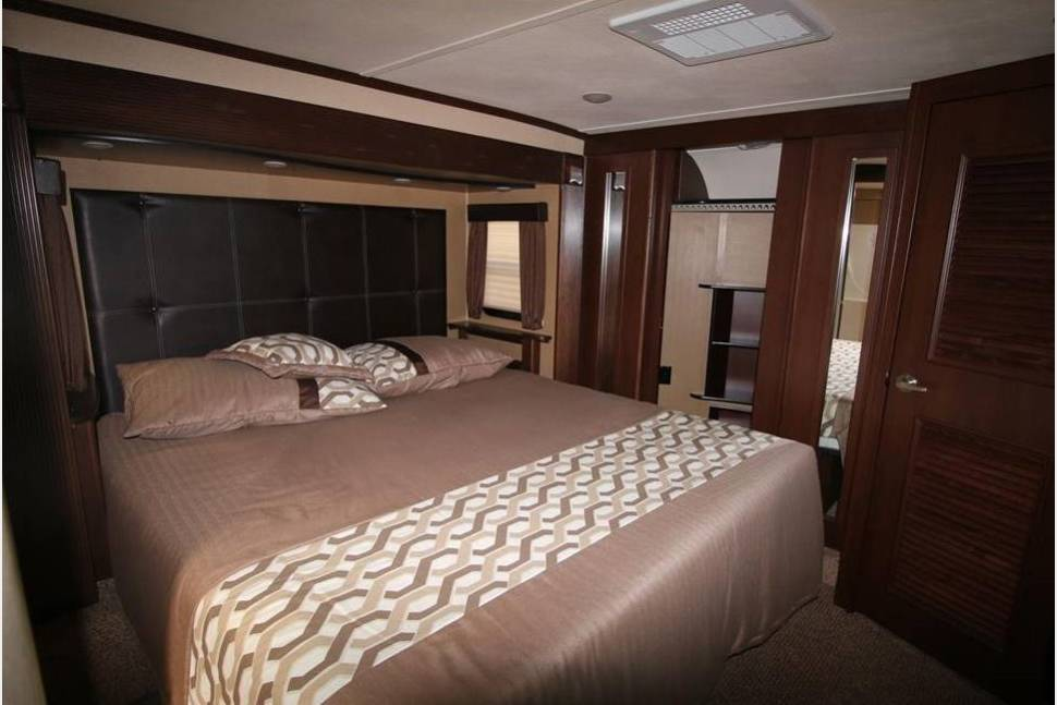 Master Bedroom. Dutchmen V3990 2015