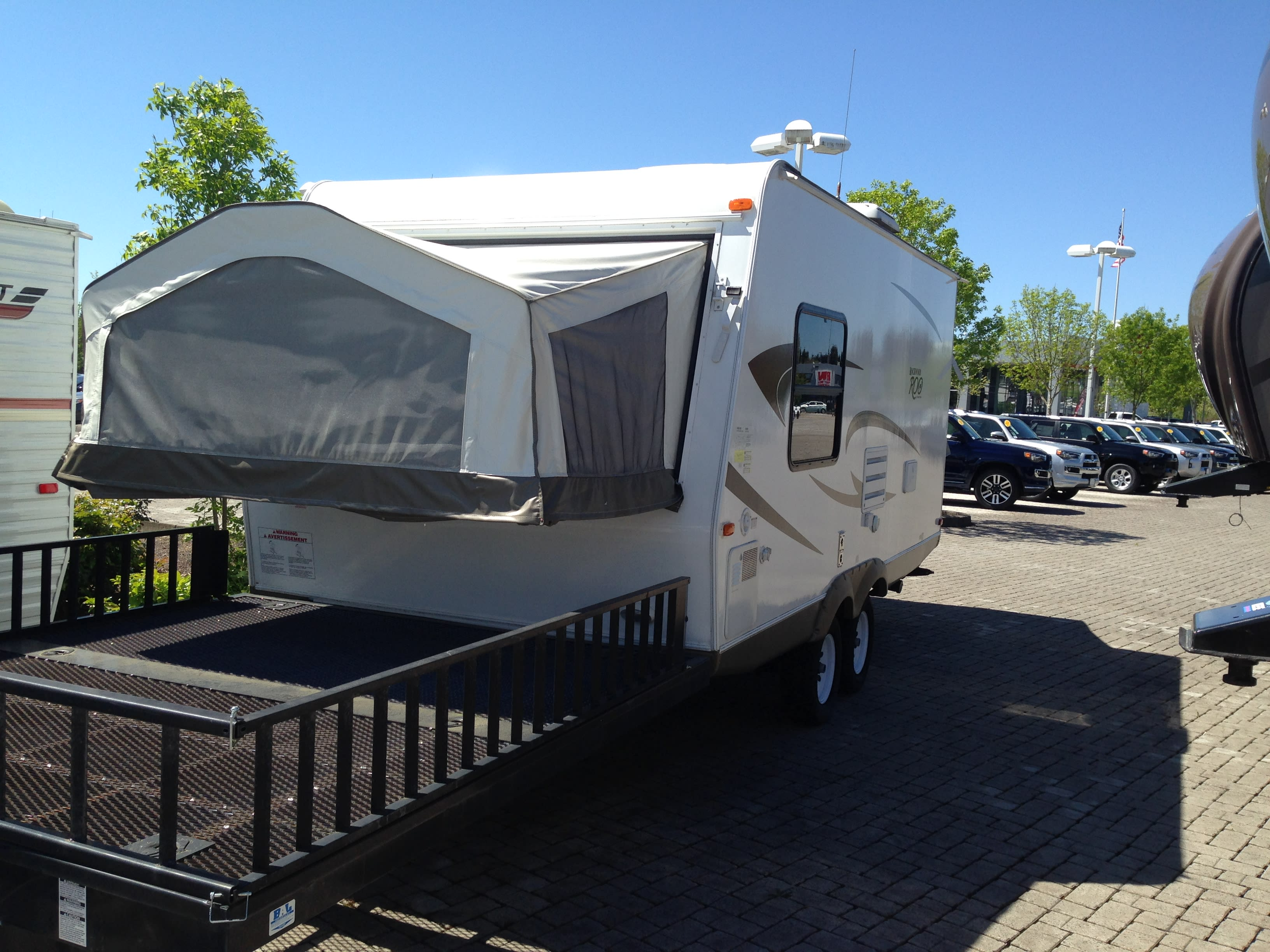 Toy Hauler attached- Load up your kayaks, dirt bikes and more.. Rockwood Roo 19L 2011