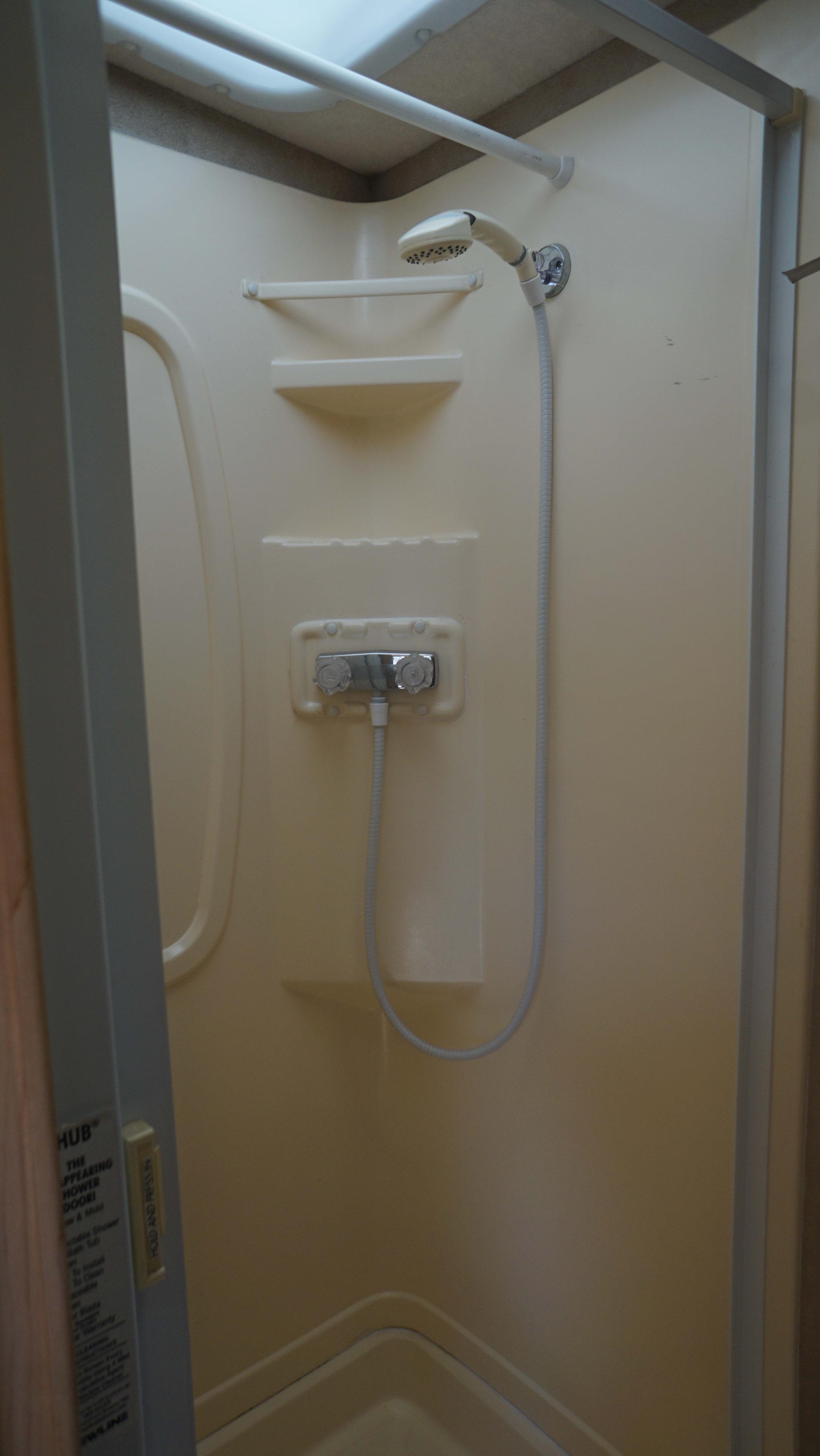 Shower. Winnebago navion 2008