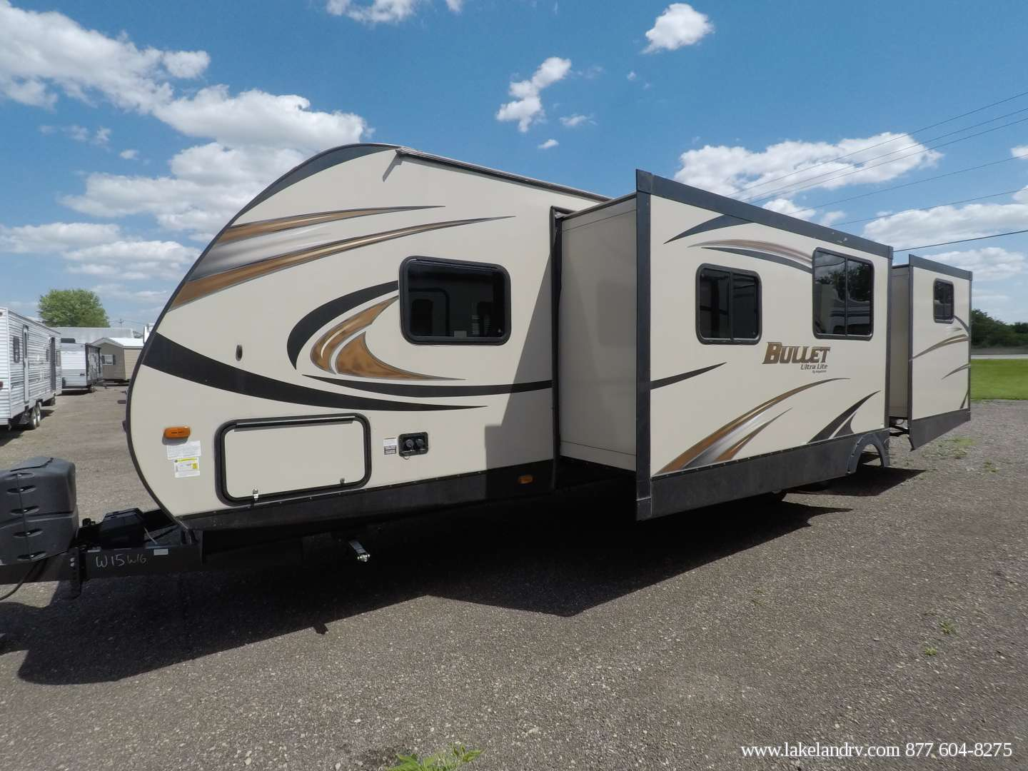 Dual pull outs expand the dining area and the double pull-out teen suite in the rear.. Keystone Bullet 2016