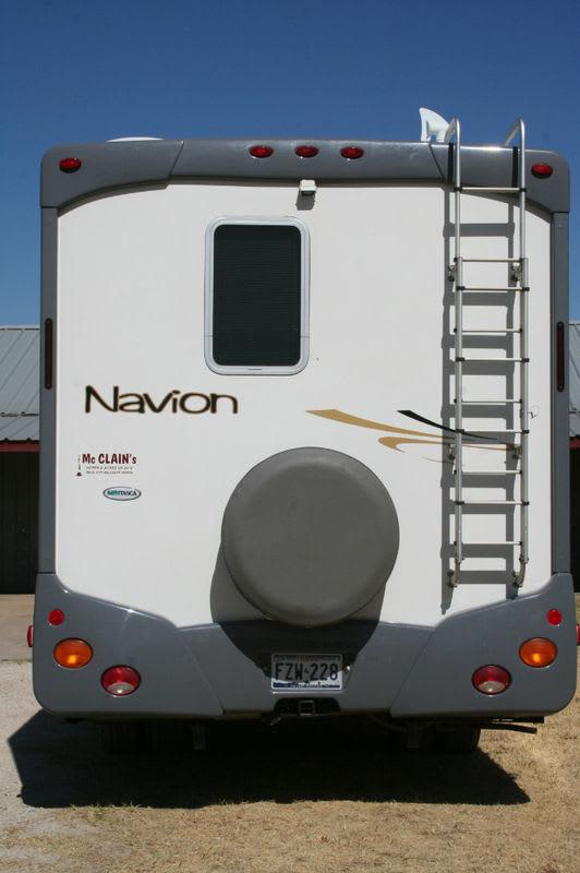 Rear view. Itasca Navion 2007