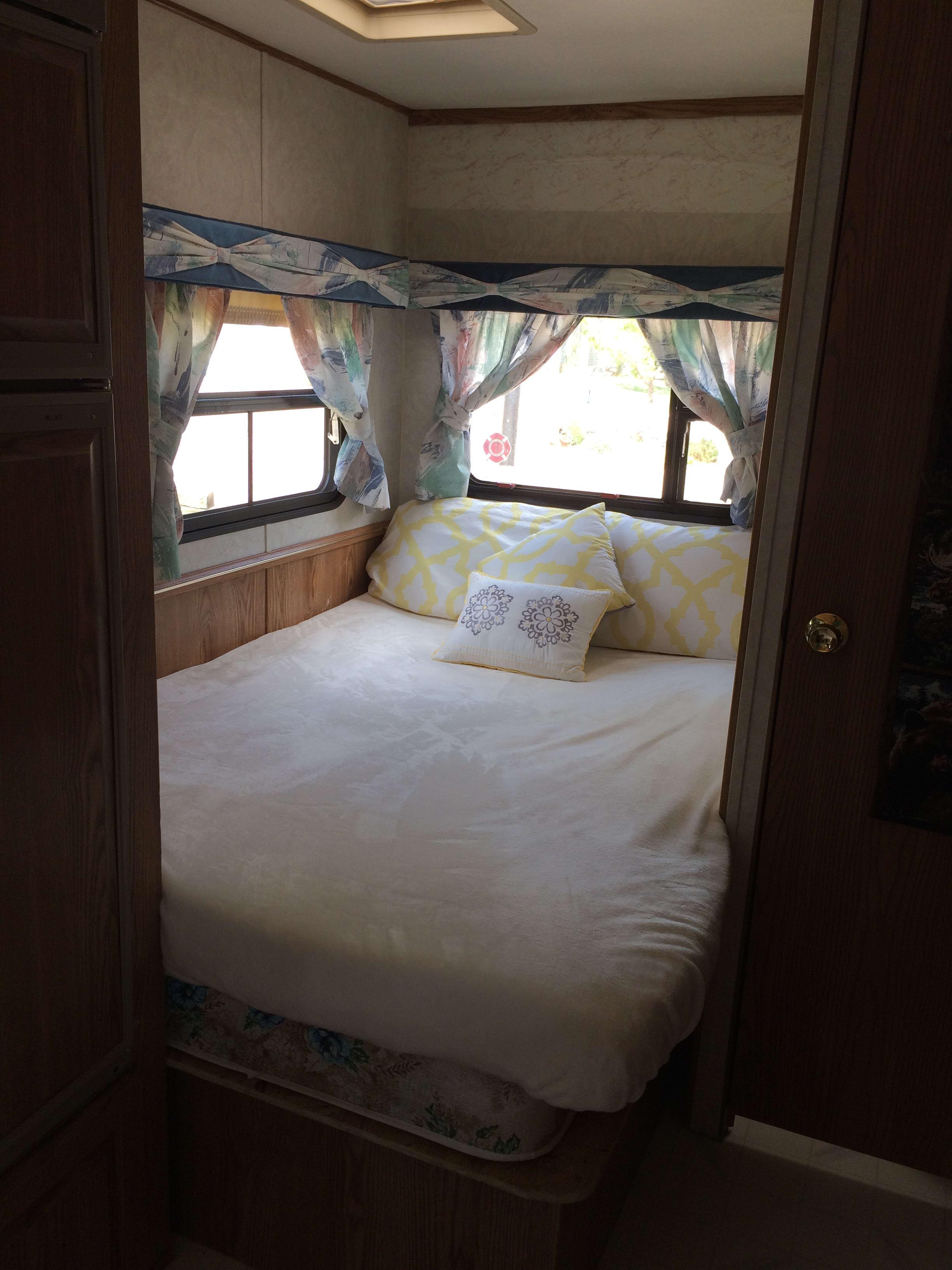 Double Bed accommodates 1 large or 2 medium adults comfortably. Kit Sportsmaster 1994